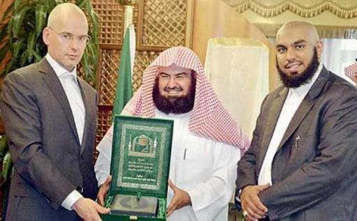Penghina Islam Itu Kini Naik Haji